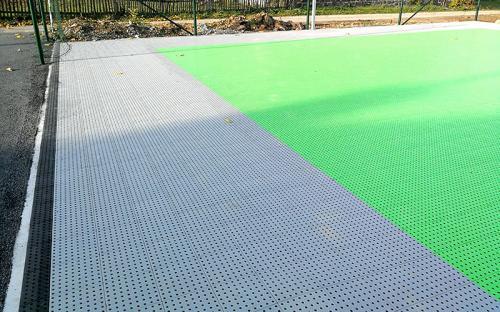 plastový sportovní povrch tile